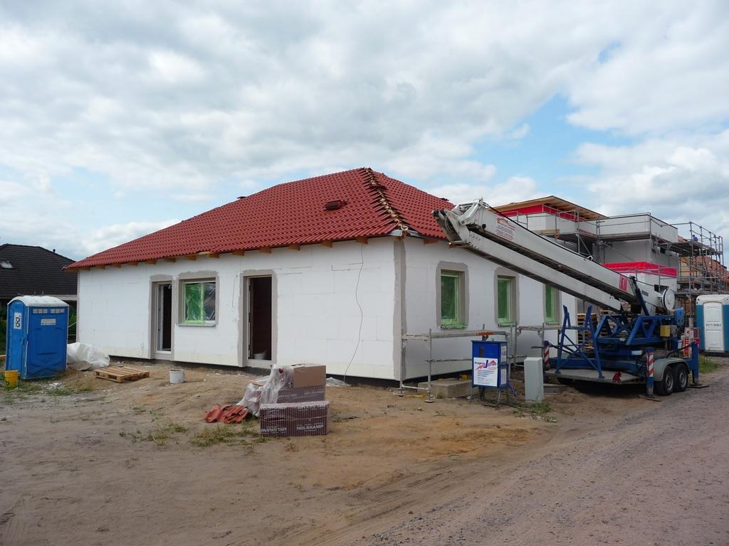wir bauen einen fibav bungalow ein dach ber dem kopf. Black Bedroom Furniture Sets. Home Design Ideas