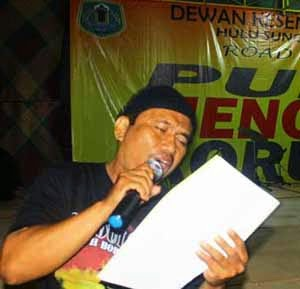 Ali Syamsuddin Arsyi Baca Puisi