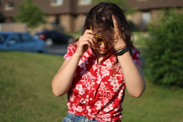 image of girl with summer shirt tied up belly button showing