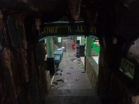 Hasil gambar untuk terowongan akhirat di pesantren