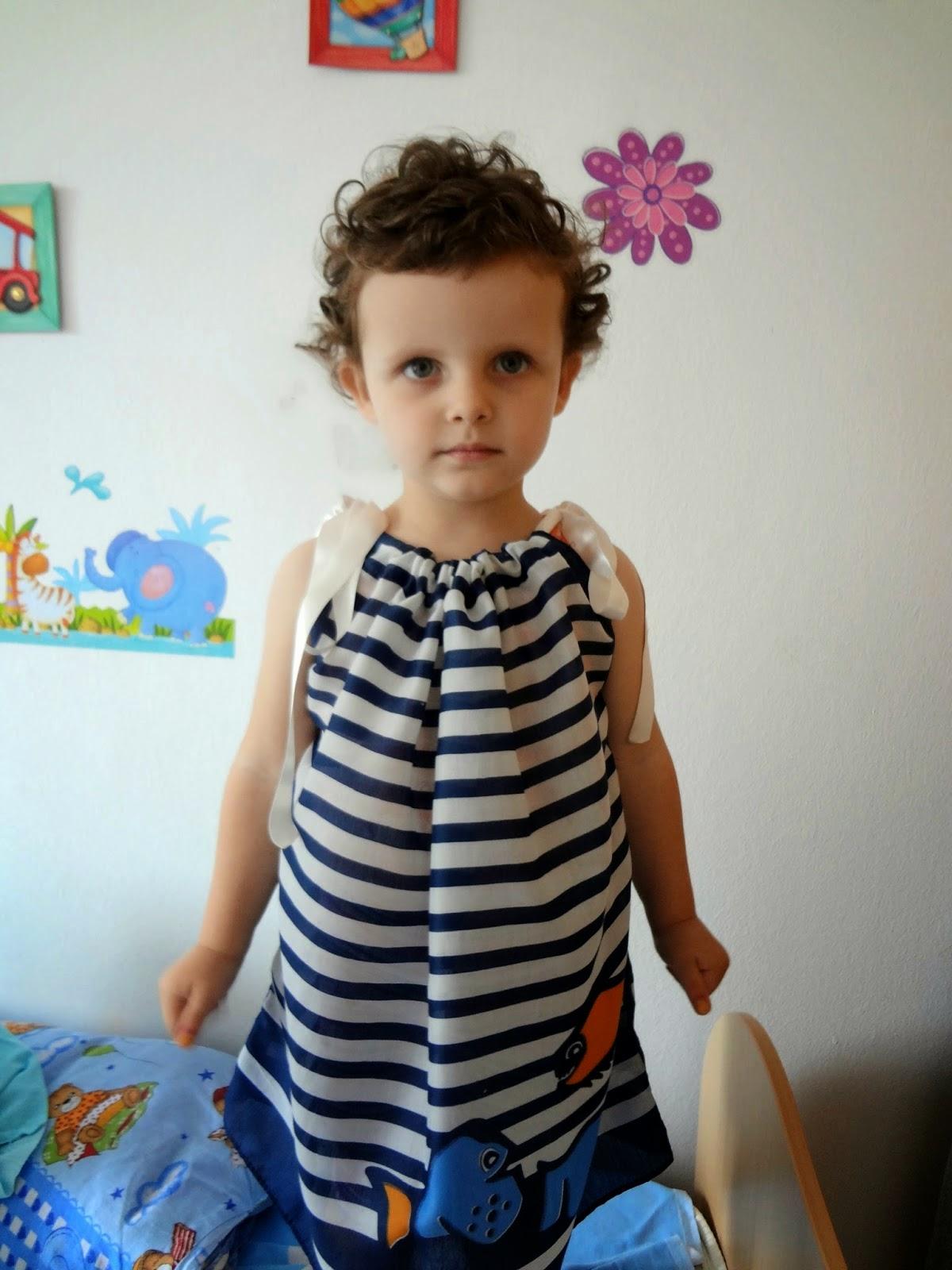 http://thelittletreasures.blogspot.com/2014/06/scarves-into-dress-tutorial.html