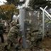 800 μετανάστες είναι εγκλωβισμένοι πίσω από τον σκοπιανό φράχτη