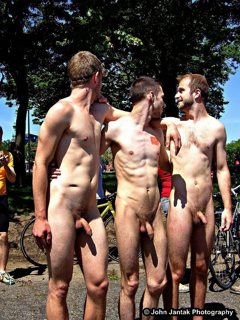 image Desnudez pública 10 se desnuda delante de sus amigos para apostar