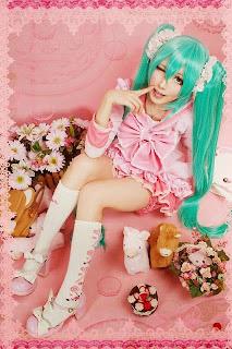Vocaloid Hatsune Miku cosplay by Monpink
