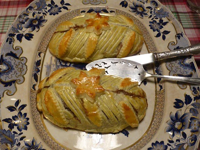 Polpettone ai pistacchi, amaretti e cioccolato amaro, in crosta.