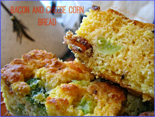 Bacon and Cheese Corn Bread Recipe, Bacon Cheese and Spicy Chipotle bring this humble side dish to the spotlight! Watch out turkey here comes the #Cornbread to remember #cornbradrecipe #holidad