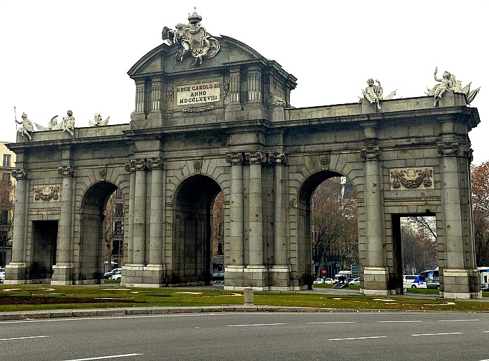 Letmecrossover_blog_michele_mattos_madrid_spain_espanha_parque_del_retiro_travel_trip_traveling_world_backpacking_puerta_de_alcala