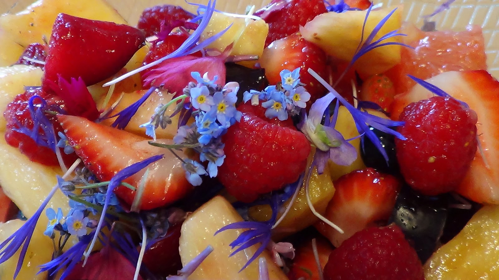 dans la cuisine de capsule salade de fleurs et de