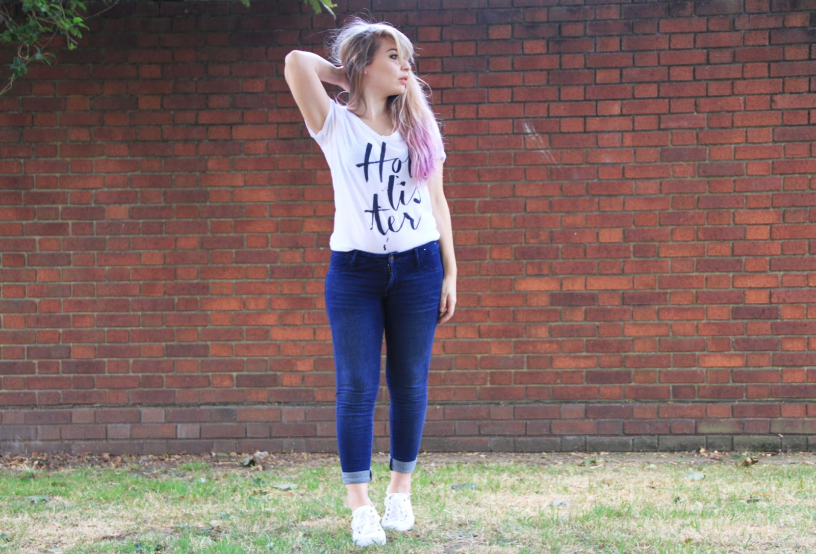 HOLLISTER OUTFIT OF THE DAY Comfiest Jeans EVER - Katie Snooks