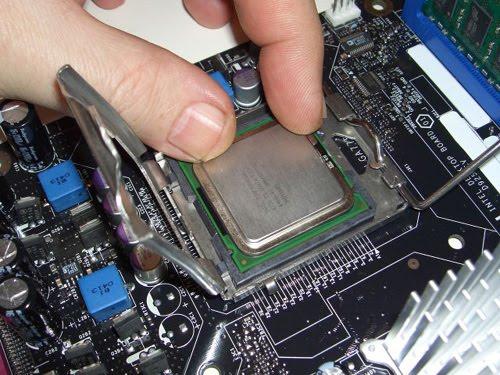 Memasang Prosesor ke Motherboard