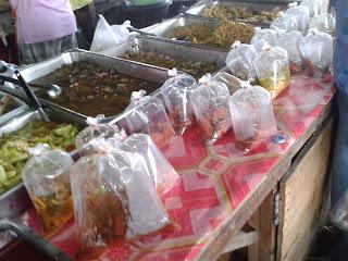 ตลาดนัดเช้า ชลบุรี แกงถุง
