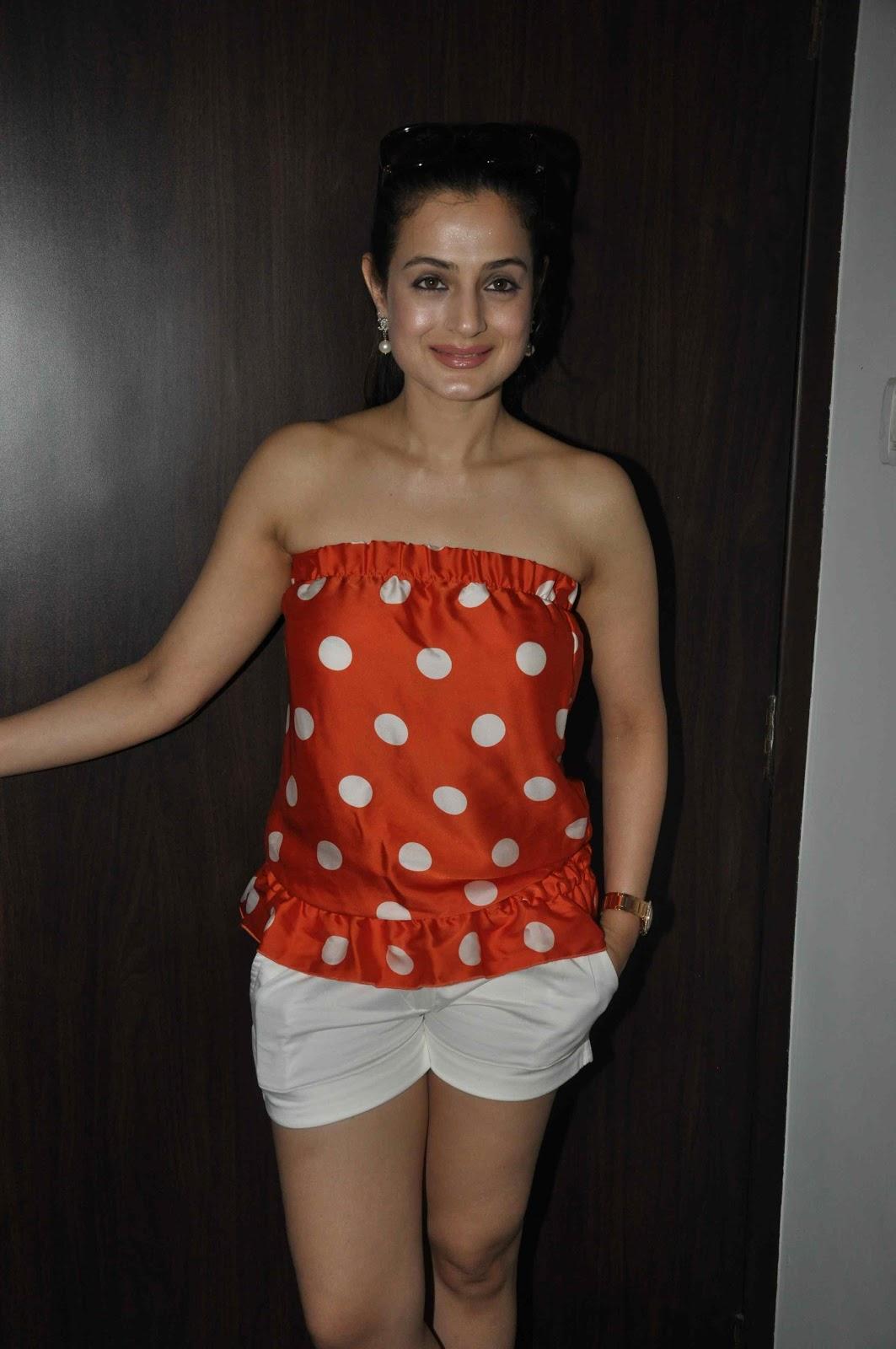 Amisha patel yellow bikini show 3