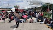 Siguen desquiciando los profesores de la CETEG, la ciudad; ayer bloquearon la autopista del sol