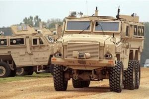 Kendaraan Mine Resistant Ambush Protected (MRAP) (Reuters/Larry Downing)