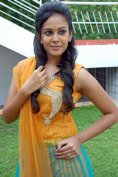 new telugu actress chandini kalicharan movie heroine stills3