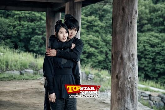 Suzy hoang mang khi được Lee Seung Gi ôm 1