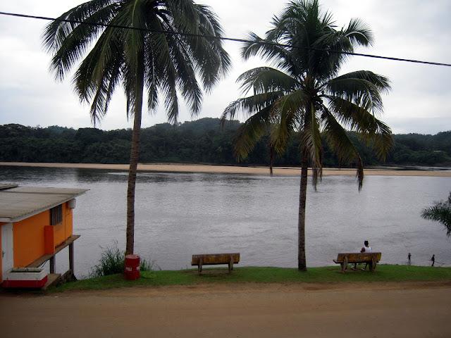 Njolé+-+vue+sur+le+fleuve+depuis+l%27hotel