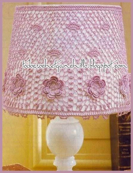 Pantalla de lámpara tejida al crochet para decoración