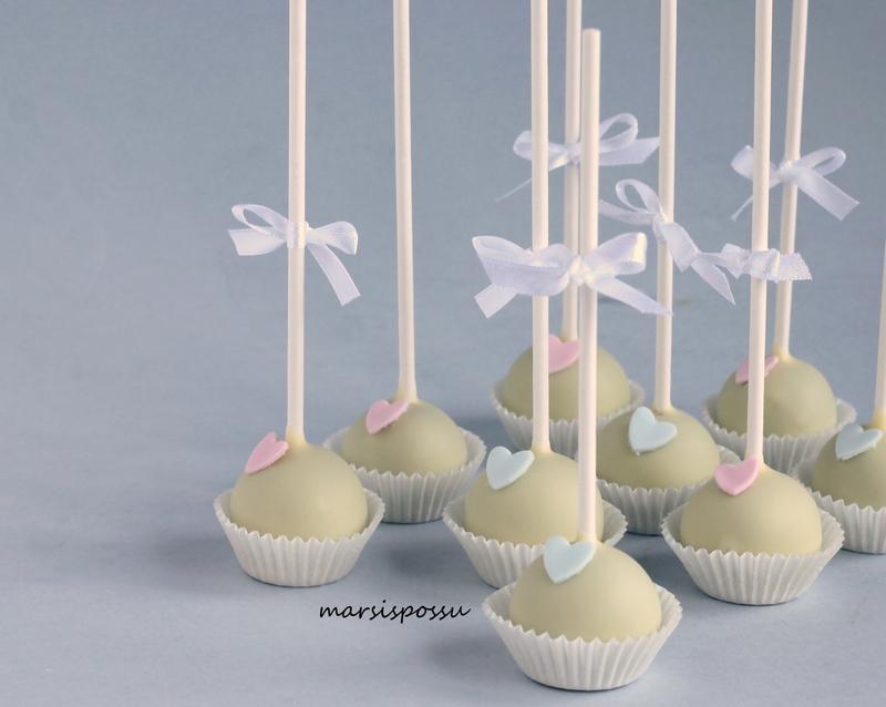 cake popsit ristiäisiin