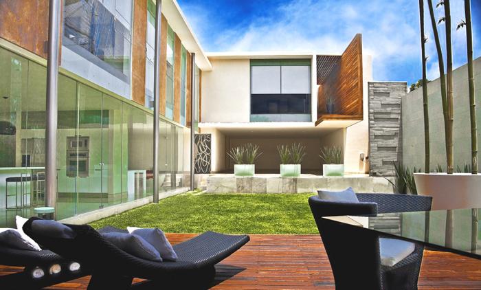 Casas minimalistas y modernas patios modernos for Casa de arquitecto moderno