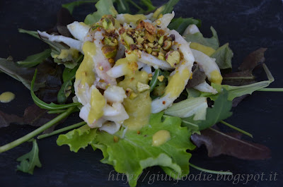 julienne di calamari con vinagrette allo zenzero e pistacchi croccanti