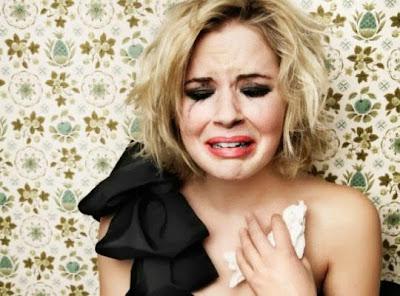علامات تدل على حاجة المرأة للوحدة,امرأة فتاة تبكى حزينة,sad woman girl cry