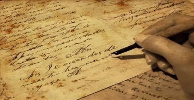 escritos de papel y lapicera