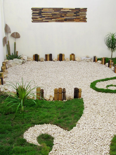 Jard n creativo con pasto gravilla y bamb dise os para - Ideas para jardines pequenos fotos ...