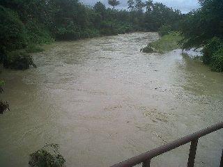 Fuertes lluvias causan crecida de Rio Camu