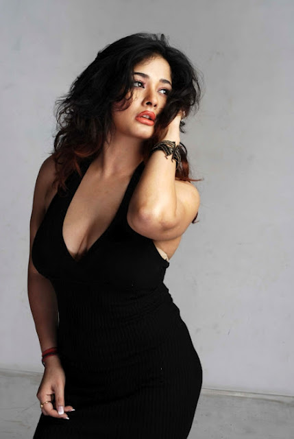 Hot Kiran Rathod Show Cleavages Pictures