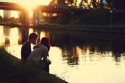 الحب يعطل أجزاء التفكير والتقييم فى المخ...فلا ترى عيوب حبيبك - حب ورومانسية فى الغروب - love and romance at sunset