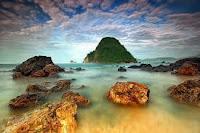 Paket Wisata Pulau Merah