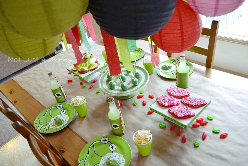 Kiss Me I'm Green Kermit The Frog Valentine's Day/St. Patrick's Day party table 2