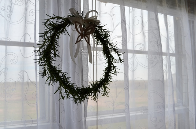 DIY Rosemary wreath for bedroom window