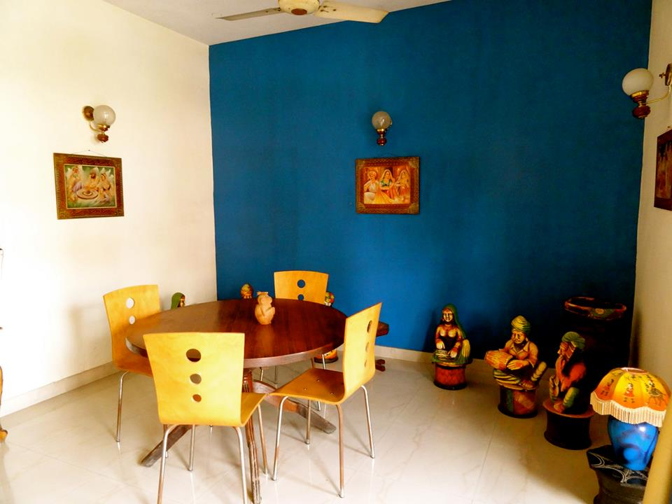 Sitting area for travellers at homestay in South Delhi