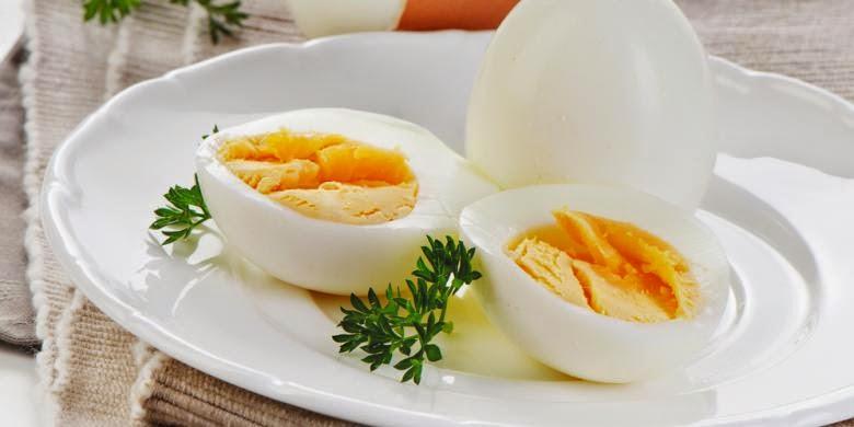Telur merupakan sumber protein yang baik.