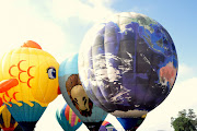 I'd love to attend the big balloon festival in Albuquerque, NM one day. (balloon )
