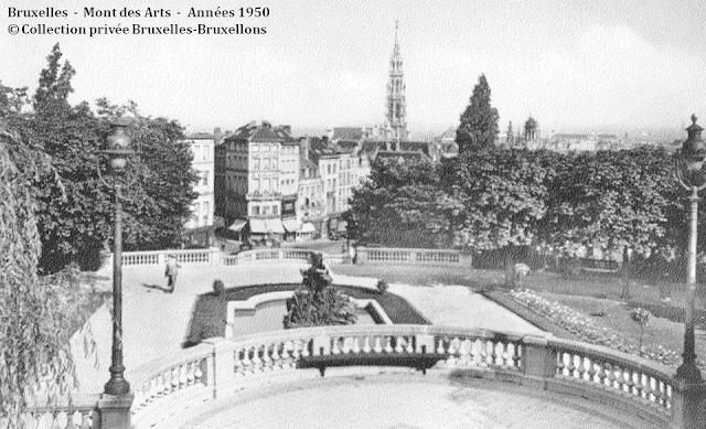 Monts des Arts - Bruxelles disparu - Vue de l'esplanade supérieure du Mont des Arts vers le centre ville dans les années 1950 - Bruxelles-Bruxellons