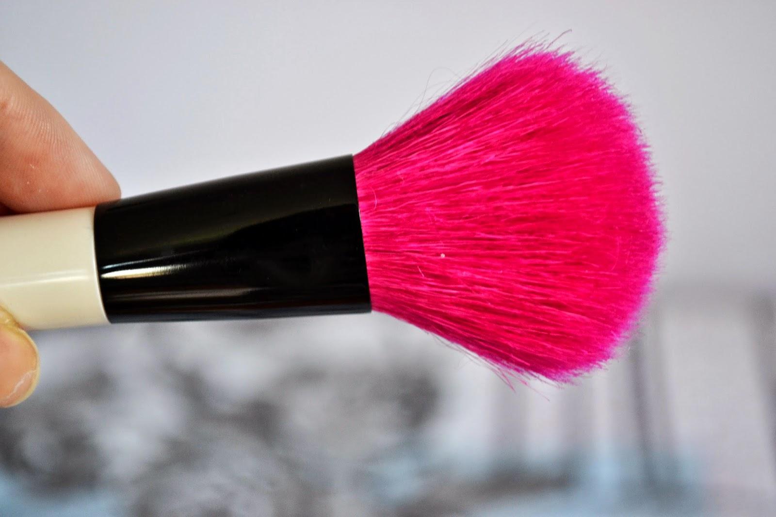 Pincel com cerdas rosas