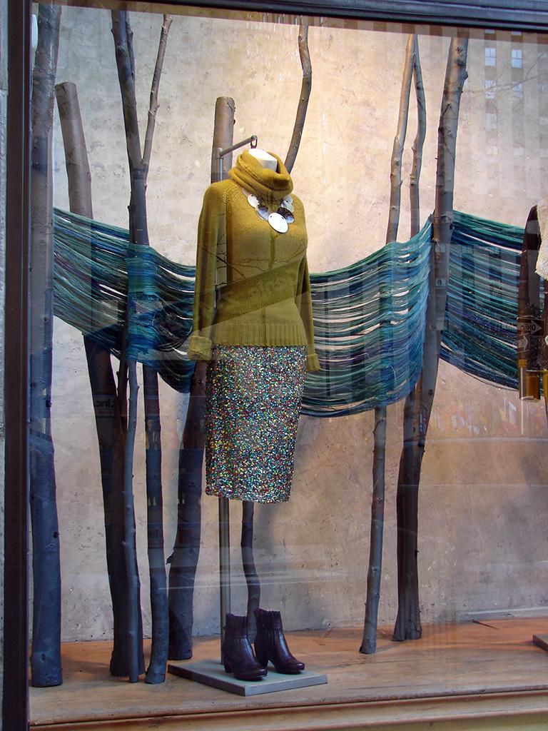 Beautiful Window Displays   Anthropologie Window Displays