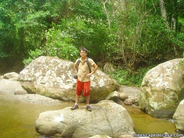 El Caminante recolectando fósiles en el río Shilcayo (San Martín, Perú)_06-12-2009