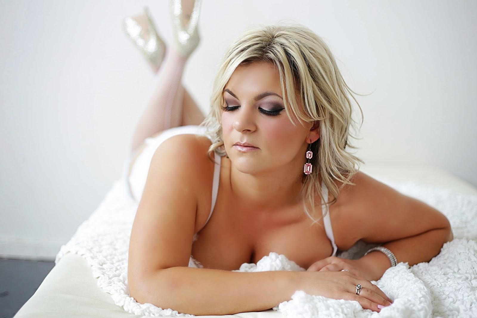 porltand boudoir, oregon boudoir photographer, studio, lingerie, reveal, spotted stills, jenn pacurar, bridal boudoir
