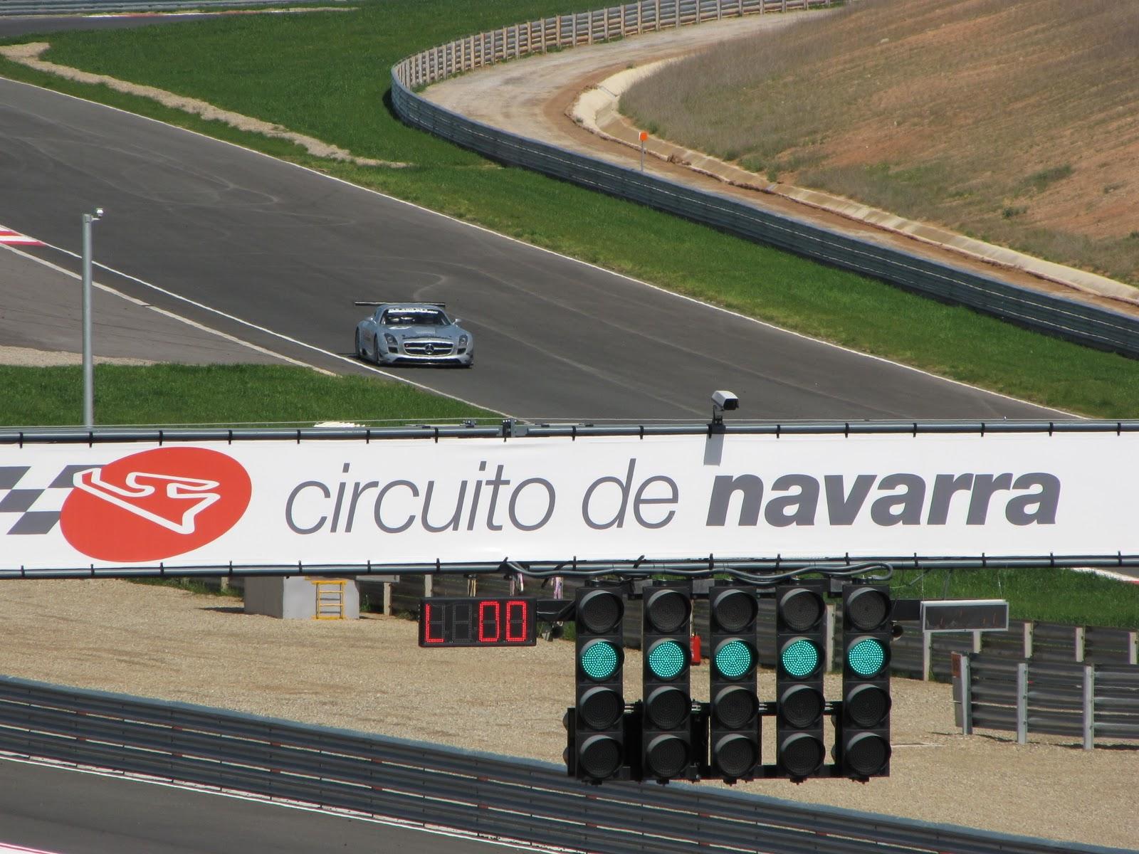 Circuito Navarra : En boxes entrenamientos cto europeo gt en el circuito de navarra