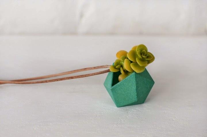 joya impresa en d integrada con planta viva en miniatura