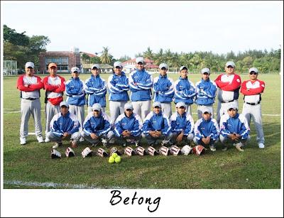 Pasukan Betong semasa Pasukan Kuching semasa Kejohanan Sofbol Pemilihan SUKMA Sarawak 2013 di Miri