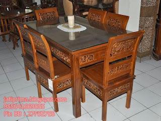 Meja Makan Kartini