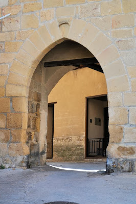Puerta árabe para franquear la muralla