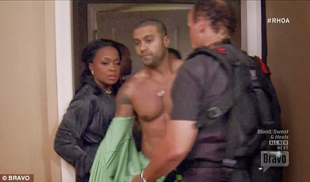 BUSTED: SO THIS IS HOW HE MAKE IT RAIN $8K IN THE STRIP CLUB...APOLLO NIDA THAT IS - DivaSnap.com