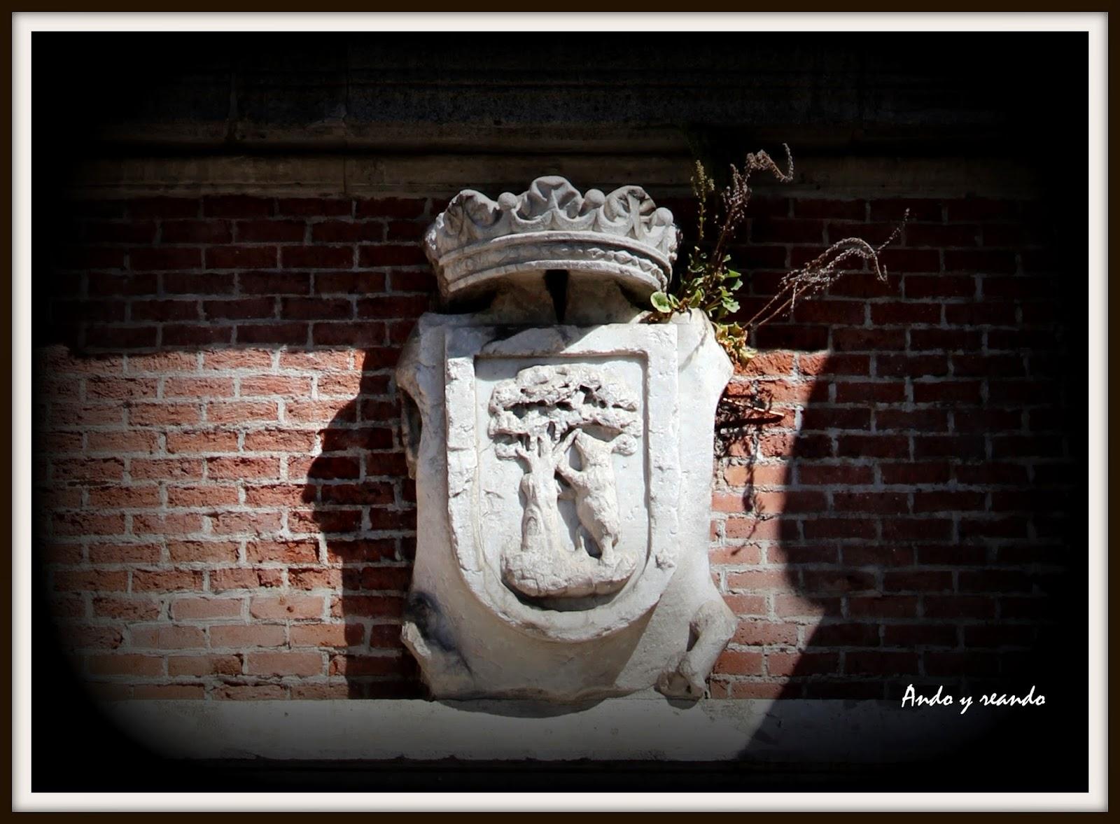 Escudo de Madrid con el oso y el madroño