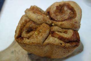 家庭用パン焼き器 HB で作った低糖質パン 糖質制限ダイエットにどうぞ  ホームベーカリー(パナソニックSD-BH105 HB)で焼きました 低糖質 糖質制限 ダイエット メニュー 作り方 レシピ  パン焼き機 全粒粉 低糖類 ラカント パルスウィート バイタミックス ミキサー 乾燥大豆 大豆粉 卵 たまご  砂糖を使わない 簡単 グルテン 少な目 チーズ